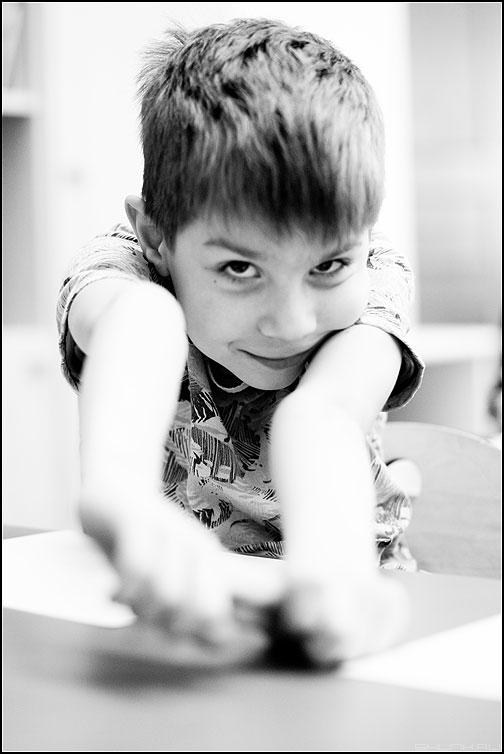 Портрет - садик парень монохром портрет взгляд фото фотосайт