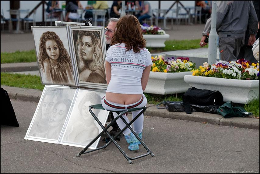 Обратная сторона медали... - жопа попа портреты уличное лето фото фотосайт
