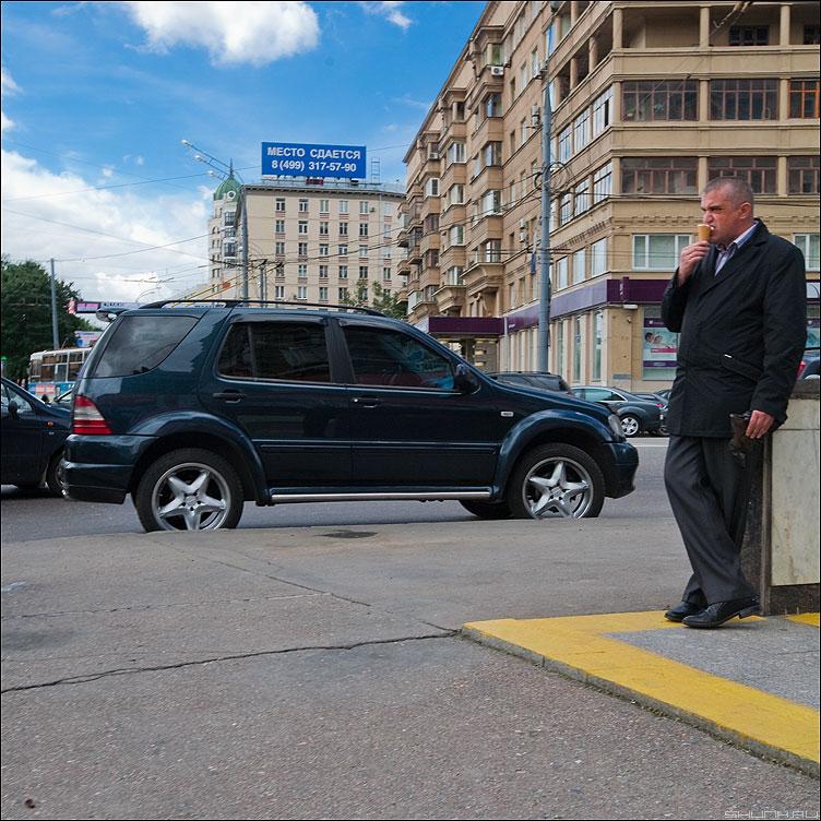 Газпром - мечты сбываются! - автомобиль квадратное тачка мороженное мужик переход уличное фото фотосайт