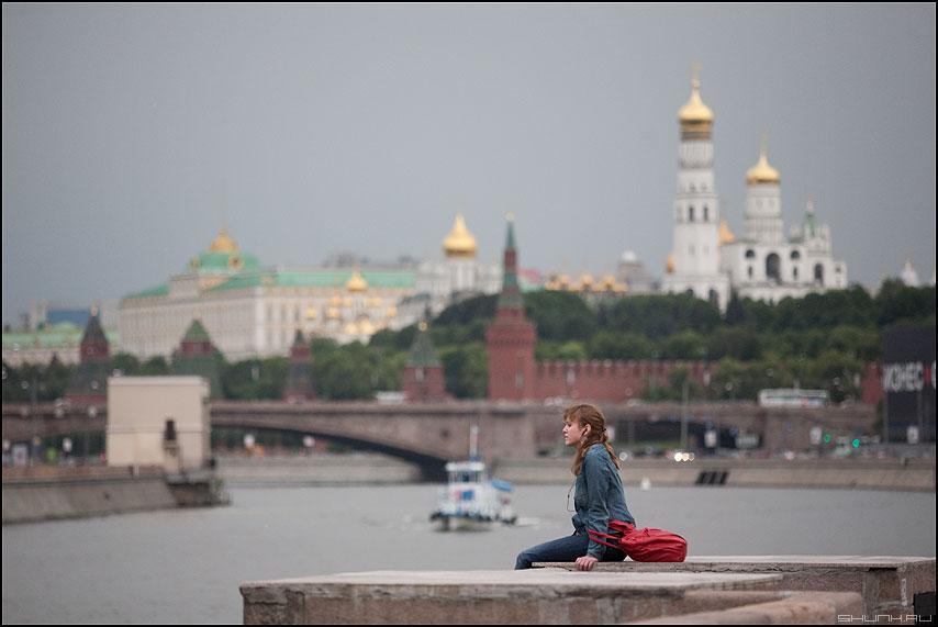 Любование Москвой - девушка москва город купола кремль панорама фото фотосайт
