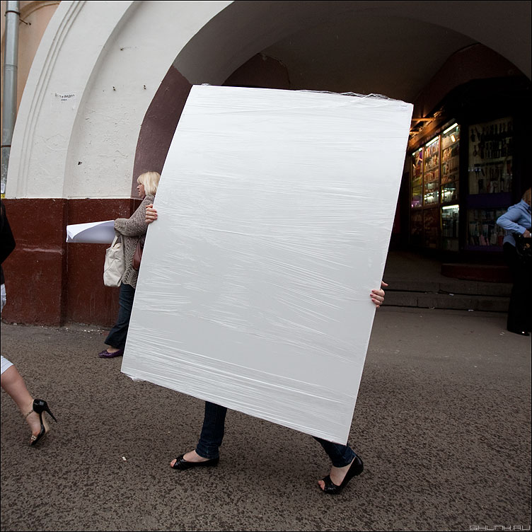 Начни жизнь с белого листа - девушка лист белый архитектор кузнецкий квадратное фото фотосайт