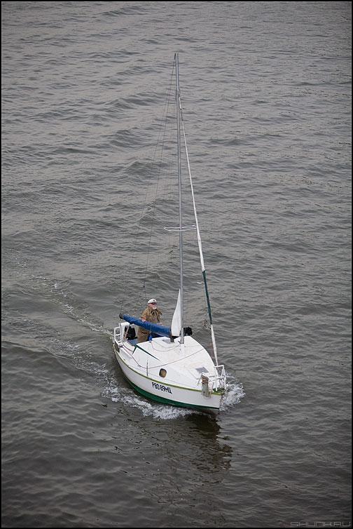 Моряк моряка видит из далека - москва река морях яхта борода вода фото фотосайт