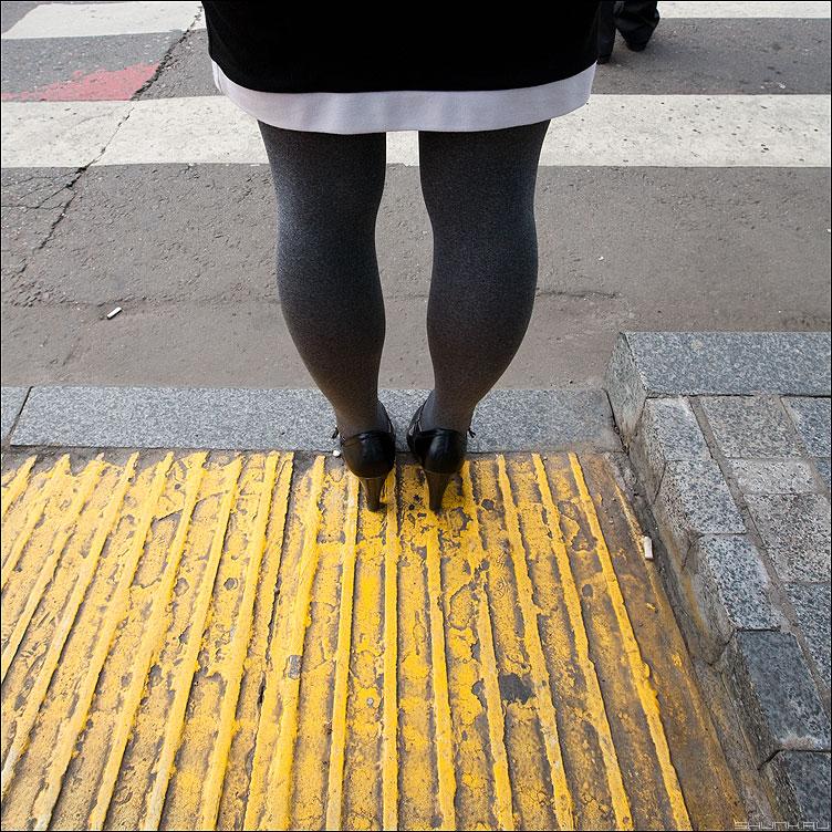 ж-Ж-Ж-Желтое - желтое ноги переход квадртаное уличное фото фотосайт