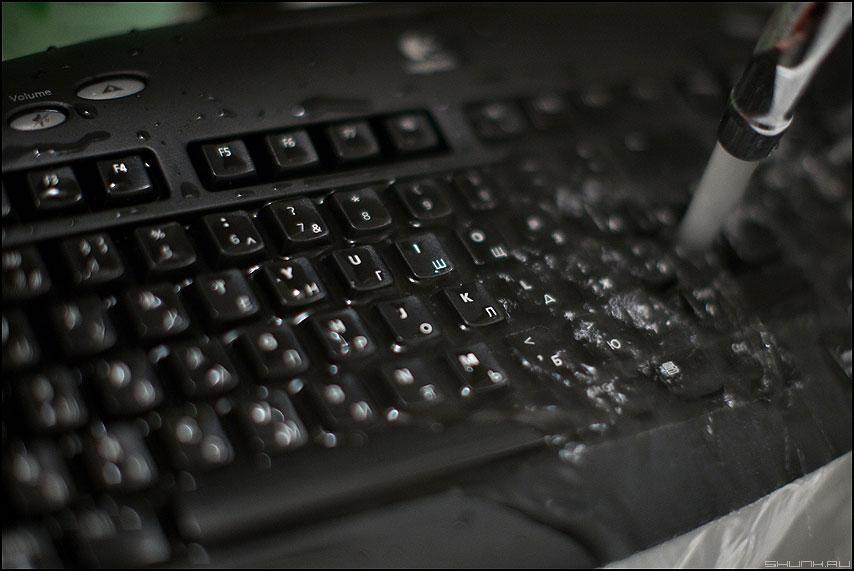 Надо, надо умываться... - клавиатура логитек вода кран клавиши предметка фото фотосайт