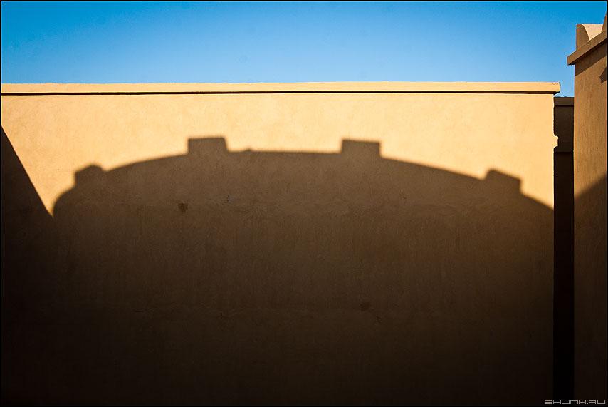 Корона короля - корона египет архитектура небо стена тень фото фотосайт