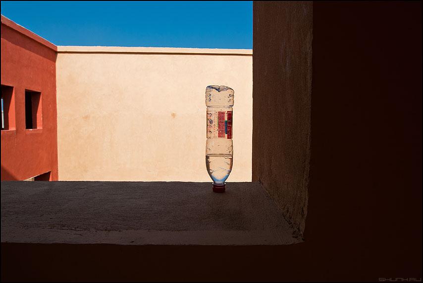 Жажда - египет бутылка архитектура отель стены вода жажда фото фотосайт
