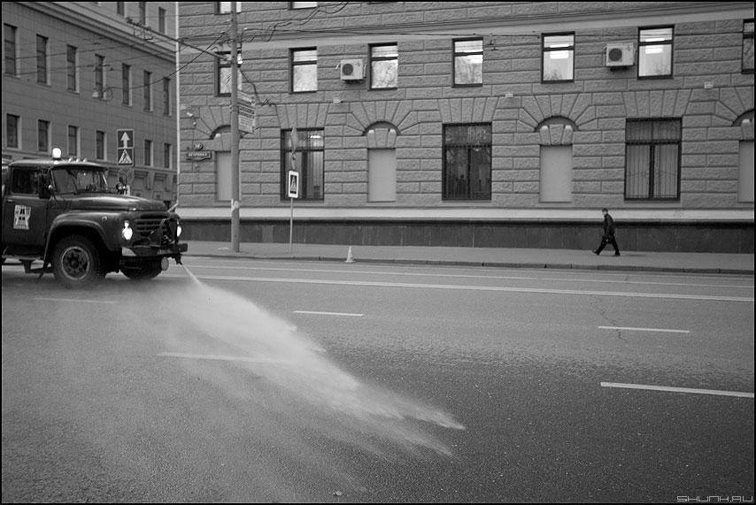 Поливать - поливалка шаг уличное поливальная машина петровка фото фотосайт