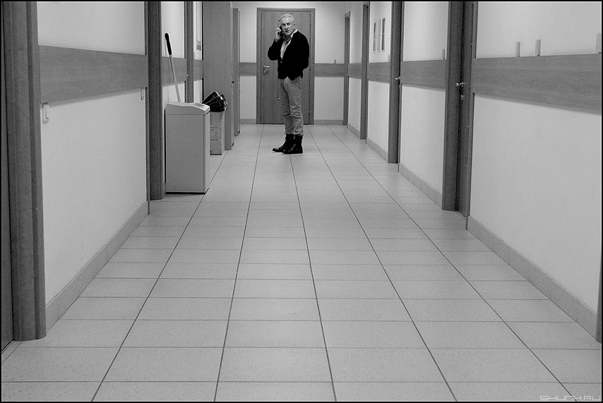 КонстантинычЪ - офисное монохромное коридор фото фотосайт