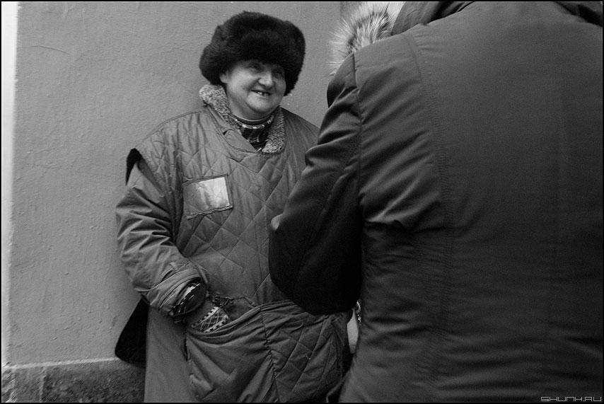 Продавщица - портрет уличное монохромное продавщица профессия фото фотосайт