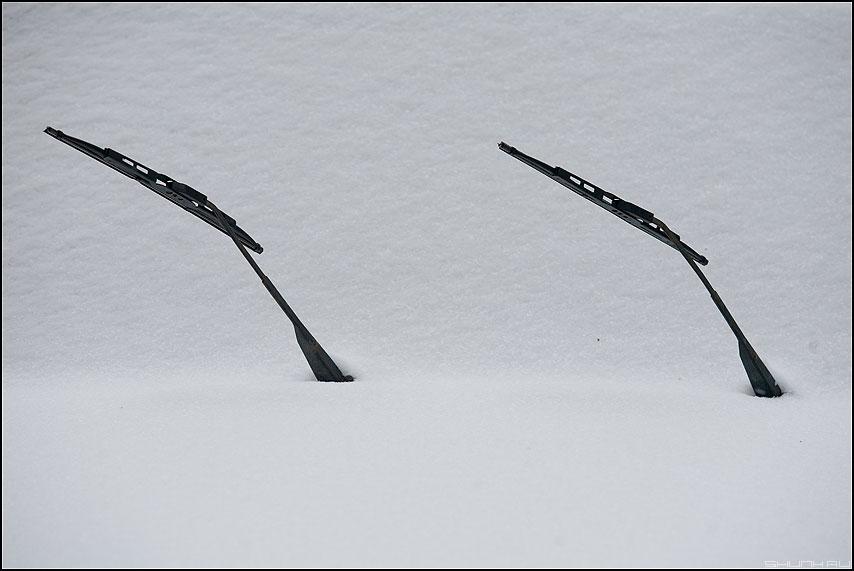 В Москве - снегопад. Дворники не справляются. - дворники снег минимализм зимнее авто сенсация фото фотосайт