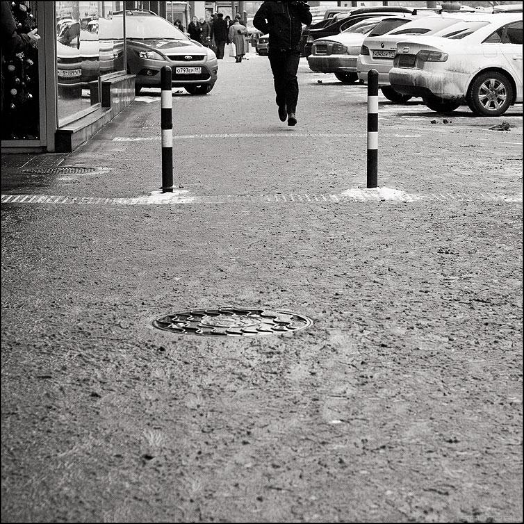 * * * - ноги столбы колодец квадратное фото фотосайт