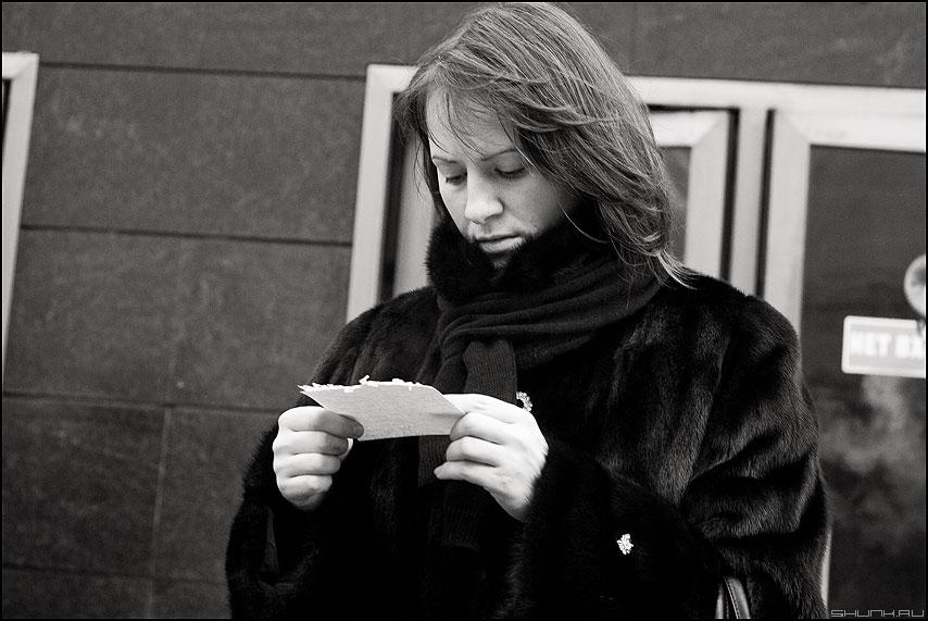 Как пройти в библиотеку - метро выход люди монохромное маяковская люди фото фотосайт