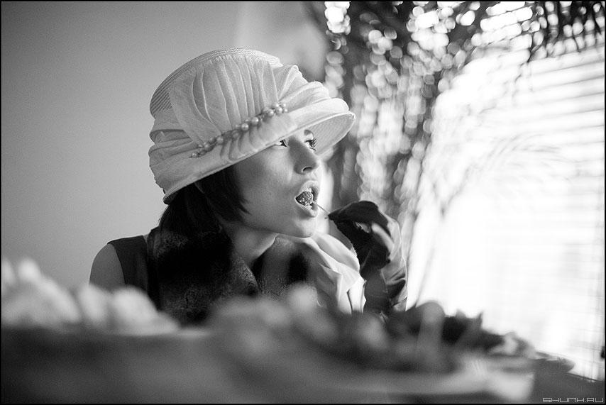 Ягодка - ягодка губы портрет стиль 30-е саша девушка шляпка монохромное фото фотосайт
