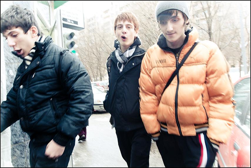 Синг зе Сонг - ребята молодежь уличное разговор фото фотосайт