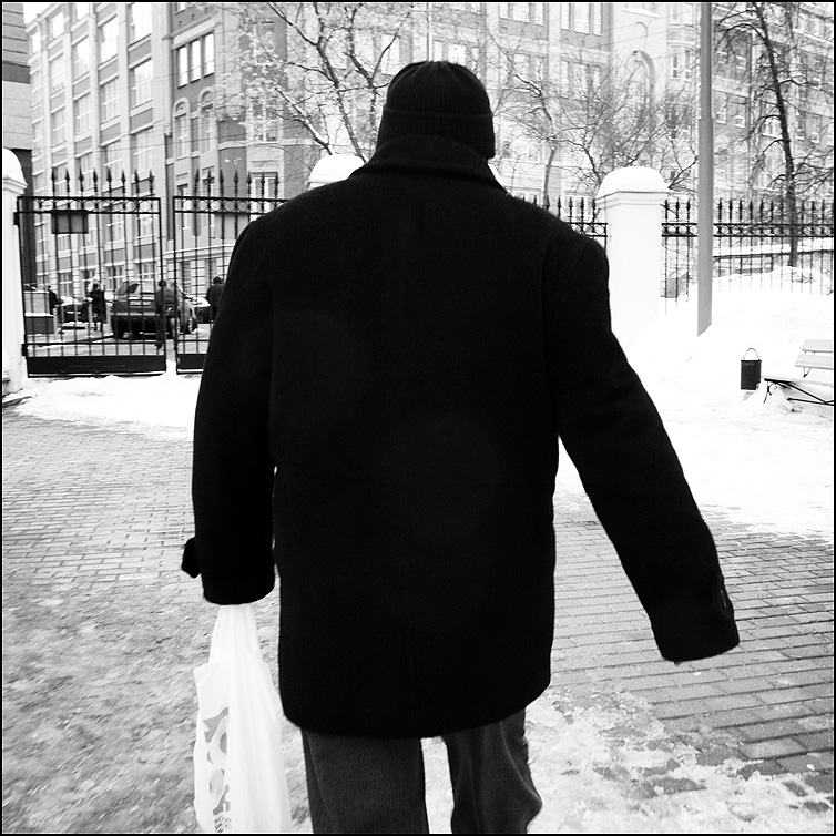 АЧТ - абсолютно черное тело квадратное люди уличное фото фотосайт