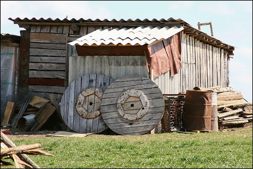 Колеса любви - колеса сарай деревня деревенское фото фотосайт