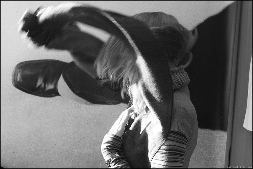 Взмах - чб монохромное взмах нога фотография фото фотосайт