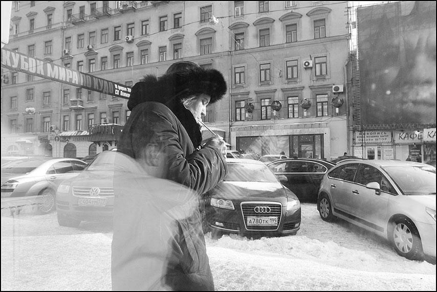 Ухо коллеги или Автопортрет и ни слова о курении - курить женщина отражение уличное машины фото фотосайт