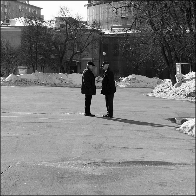 Рано рано два... - мужики уличное квадратное монохромное фото фотосайт