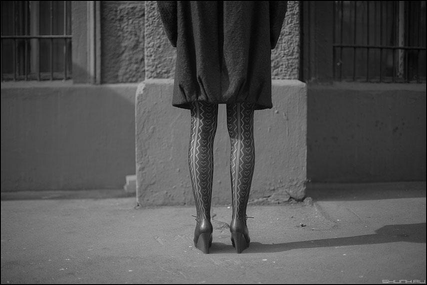 Но-ги - ноги монохром уличное девушка фото фотосайт