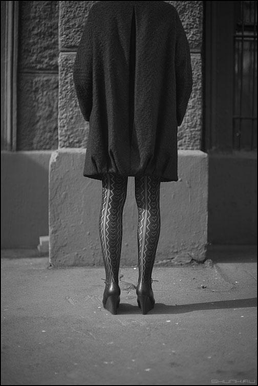 Но-ги 2 - ноги монохром уличное девушка фото фотосайт