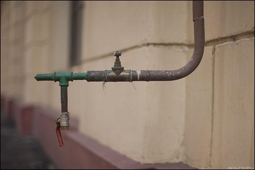 КРАН - кран стена вентиль торчать фото фотосайт