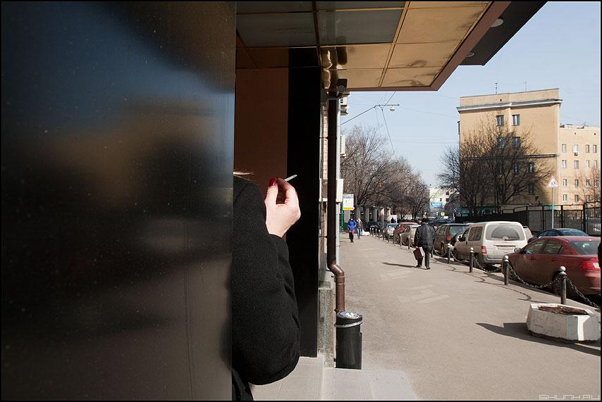 Цигарка - сигарета рука курить уличное офисное фото фотосайт