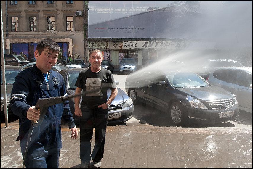 Надо надо умываться.... - мойка керхер уличное витрина вода размытие фото фотосайт
