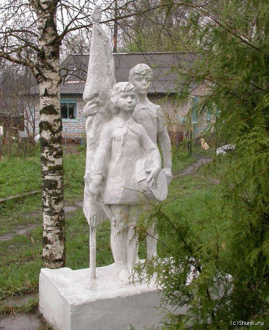 Пионеры - пионеры памятник елка береза фото фотосайт