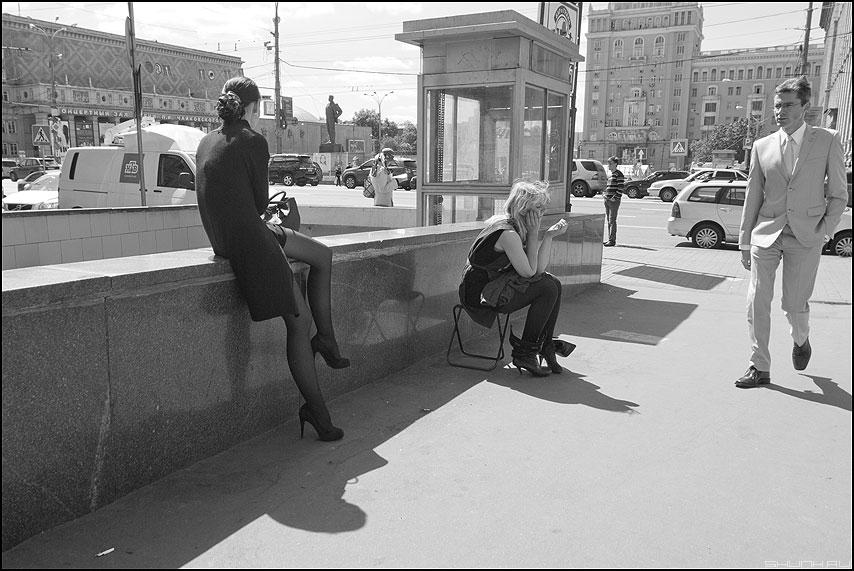 Любовный треугольник глазами Маяковского - маяковский он она девушка монохромное уличное фото фотосайт