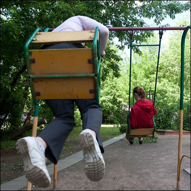 Качалки - дети качели ноги квадратное уличное фото фотосайт