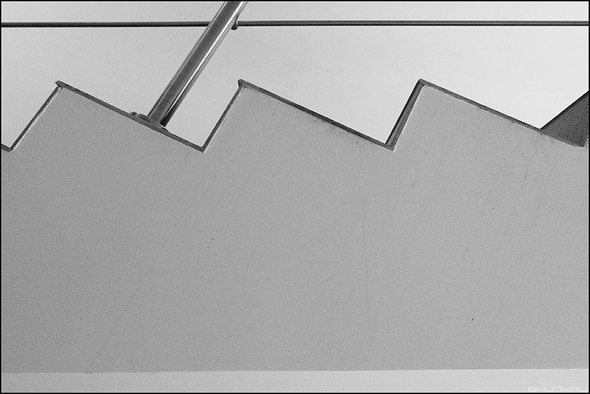Зубчики - зубчики лестница геометрия офисное фото фотосайт