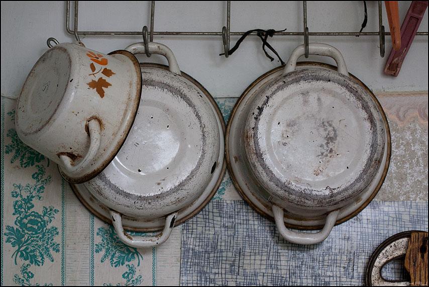 Джентельмен в шляпе и его дама - кастрюли кухня элементы деревня фото фотосайт