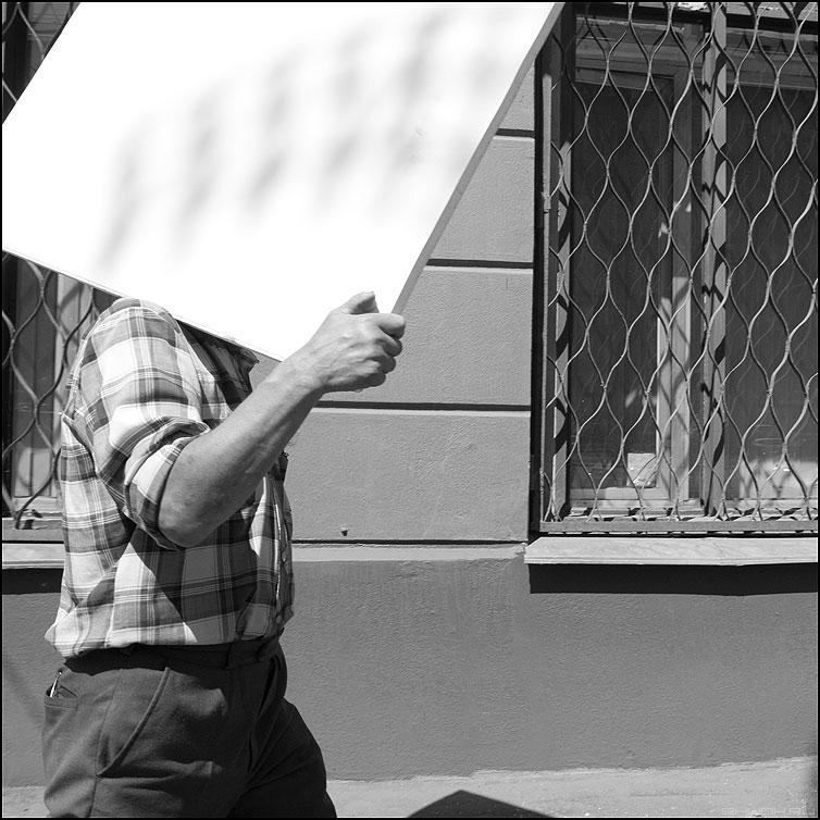 Найти площадь квадрата - мужик монохром квадрат уличное фото фотосайт