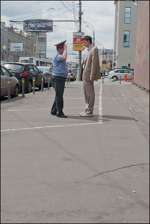 Промокашка - полицейский встреча честь уличное люди фото фотосайт