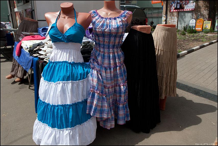 Три сестры - уличное одежда манекен платье фото фотосайт