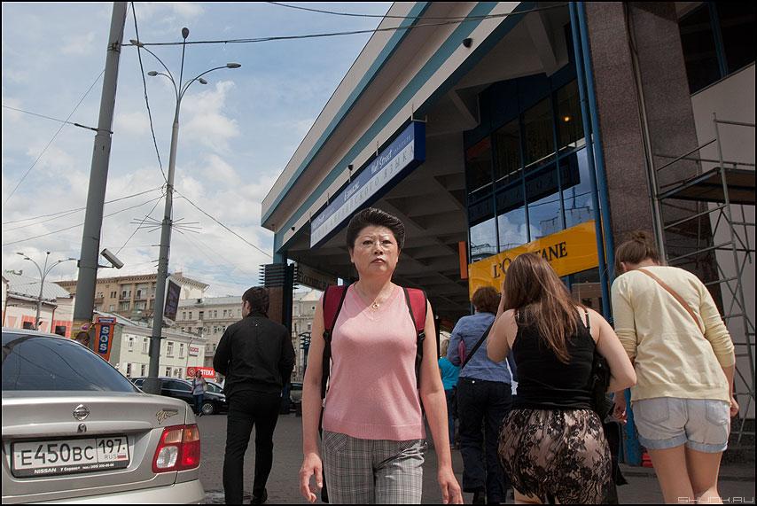 Взгляд - смотреть взгляд ступор уличное женщина гость столицы фото фотосайт