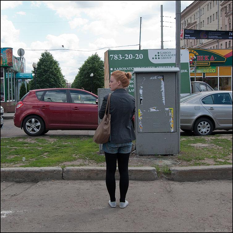 Стоять - девушка уличное стоять квадратное сумка фото фотосайт