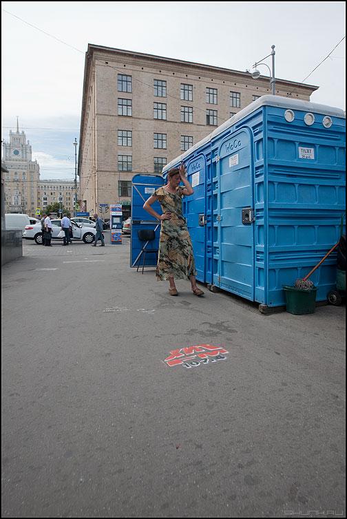Все пропало - люди туалеты девушка уличное маяковка фото фотосайт