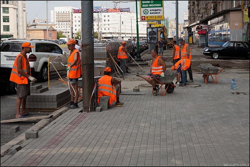 Плиткоукладчики - плитка москва бум плиткоукладчики тротуар бордюр собянин фото фотосайт