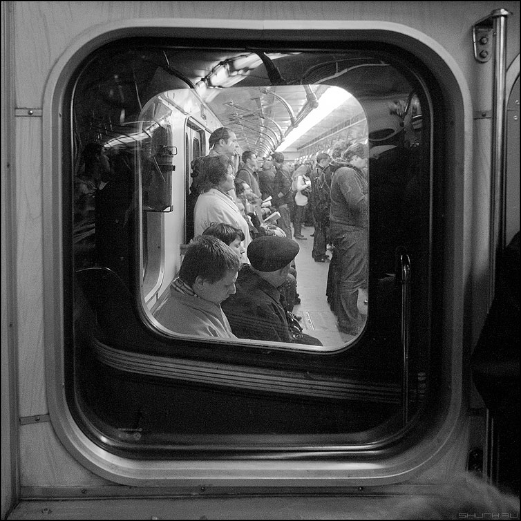 Метро - метро вагоны чб чернобелое квадратное фото фотосайт