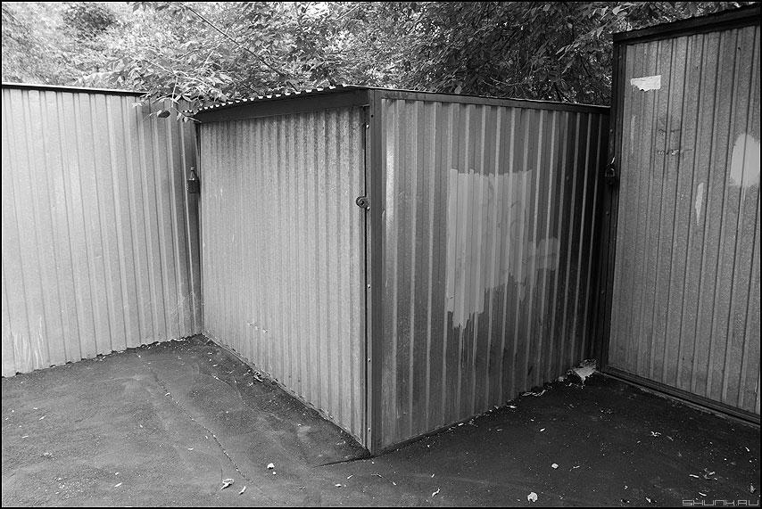 Про уголки - углы ракушки железо двор фото фотосайт