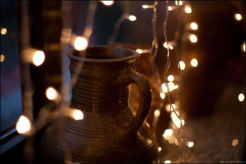 Напейся не облейся - кувшин огоньки гирлянда грип 1.2 новогоднее натюрморт фото фотосайт
