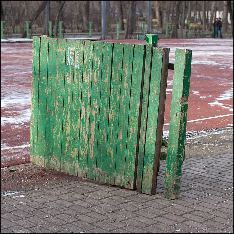 Забор - забор элемент квадратное зеленый мужики фото фотосайт