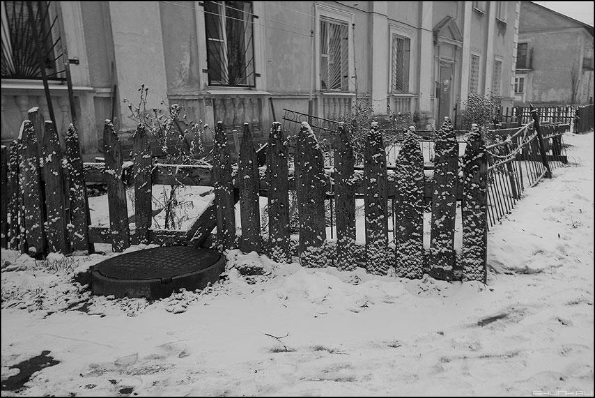 Чисто кол - забор монохром тверь колодец чистокол фото фотосайт