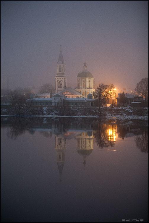 Церковь на той стороне реки - река церковь отражение ночное огни фото фотосайт