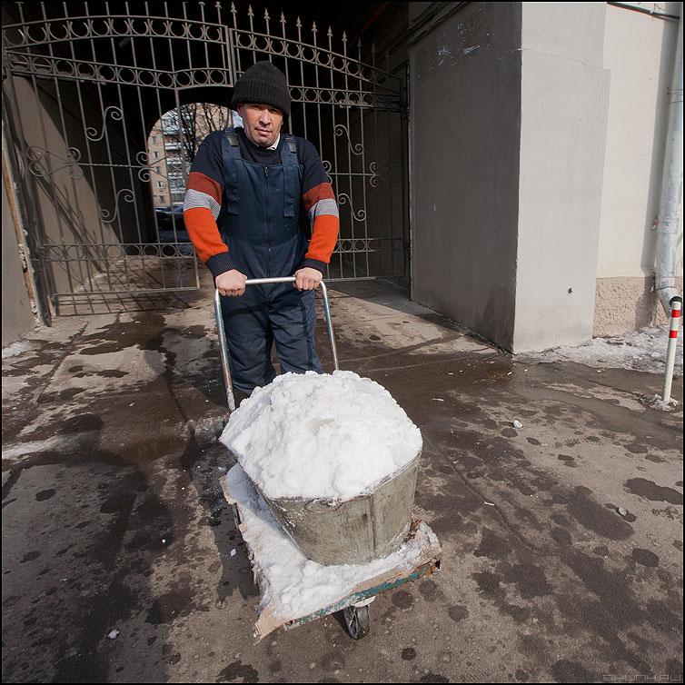 Убирая за зимой - весна гастро снег корыто квадратное вывозить фото фотосайт