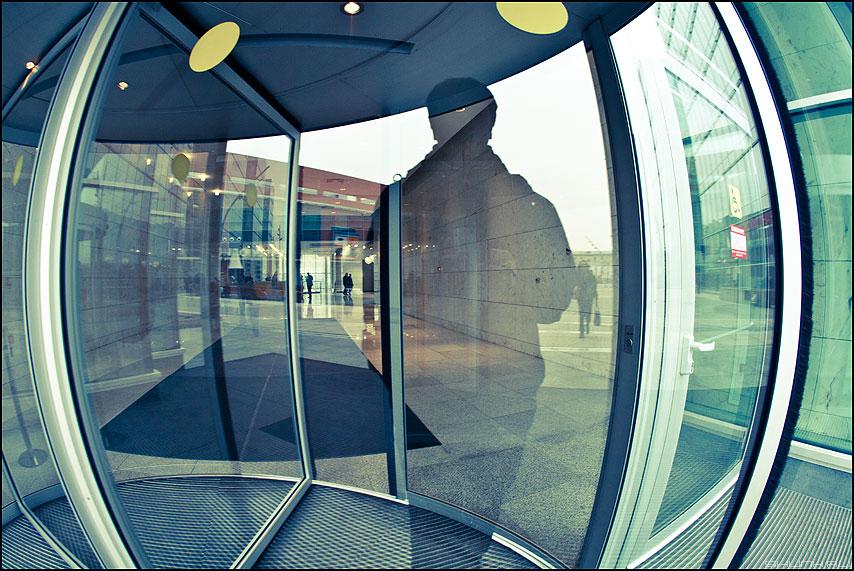 Искажение пространства - дверь вход кружки геометрия пространство фото фотосайт