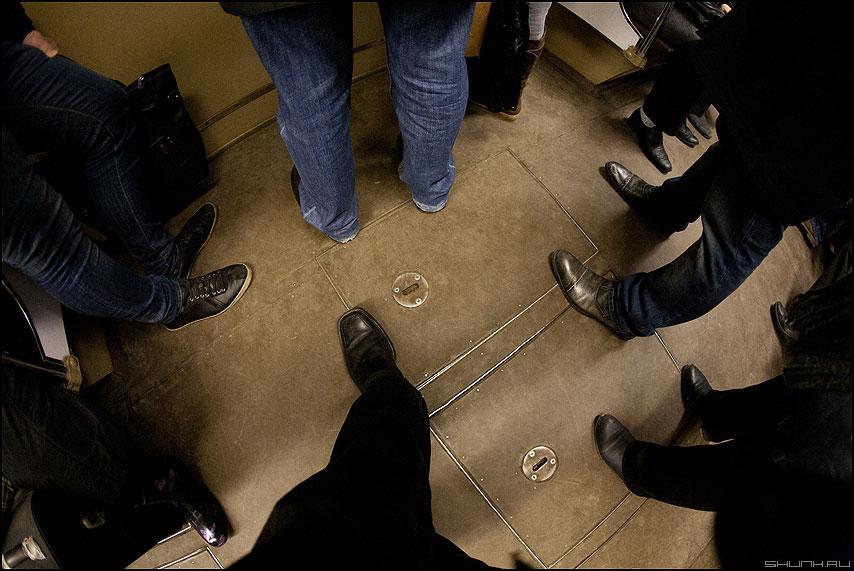 Ноги - метро вагон ноги вниз фото фотосайт