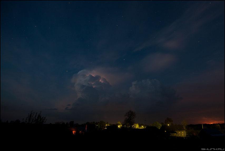 Грозовые облака - деревня ночь грозовое тучи облака звезды небо фото фотосайт